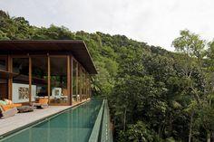 AMB House / Bernardes + Jacobsen Arquitetura
