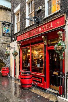 Best Pubs in London - 17 Pubs You Have to Visit in the City Pubs In London, England Ireland, England Uk, London Blog, Best Pubs, Pub Decor, British Pub, Pub Signs, City Aesthetic