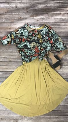 Lularoe Carly and Irma make a fantastic duo!!!  #lularoedivine #beautifulday #mommastyle #beauty #lularoe #lularoecarly #lularoeirma #lularoeaddict #lularoekc #lularoelove #lularoeobsessed #lularoemom #lularoelife