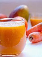 Vitamina de Manga, Laranja e Cenoura Ingredientes  1 manga 1 a 2 laranjas 50 g de cenoura 200 ml de água 4 pedras de gelo  Preparo  Descasque a manga e a cenoura. Esprema o sumo das laranjas, corte a manga em pedaços e rale a cenoura. Bata tudo no liquidificador com a água e junte o gelo na hora de servir.
