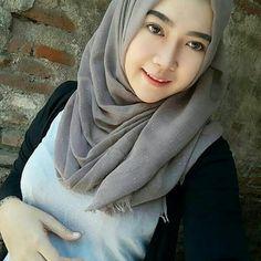 Angels Hijaber Beautiful and Kind - senyum si gadis Beautiful Hijab Girl, Beautiful Muslim Women, Young And Beautiful, Hijabi Girl, Girl Hijab, Tutorial Hijab Pashmina, Moslem, Myanmar Women, Muslim Beauty