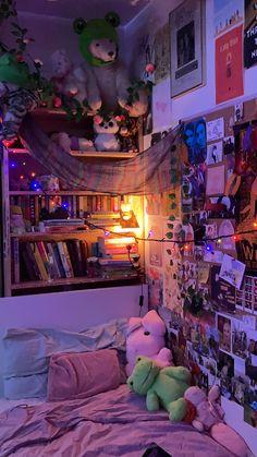 Indie Room Decor, Cute Room Decor, Aesthetic Room Decor, Chill Room, Cozy Room, Room Design Bedroom, Room Ideas Bedroom, Bedroom Inspo, Retro Room