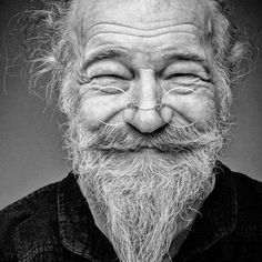45 Beautiful Examples of Portrait Photography - People Photography Just Smile, Smile Face, Men Smile, Beautiful Smile, Beautiful People, Old Faces, Too Faced, Interesting Faces, People Around The World