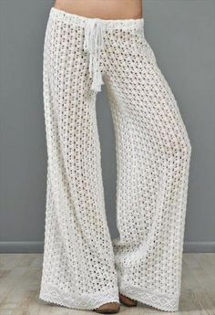 Free crochet summer pant pattern - there are links to other good patterns, not all of them free.