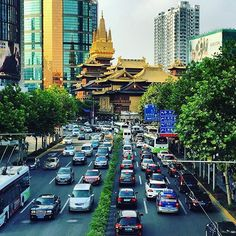 Shanghai Traffic by Jiag'an Temple. @insearchofchina  Photo by @dam_rz