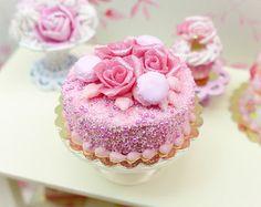 Rosa rosa e torta amaretto cibo in miniatura scala - XII