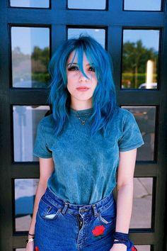 Girl Blue Hair, Hair Color Blue, New Hair Colors, Cool Hair Color, Short Blue Hair, Blue Haired Girl, Boy Blue, Pelo Color Azul, Undercut Designs