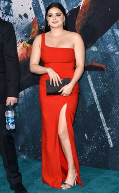 Check out kate hudson's maroon ensemble - and more red carpet outfits Beautiful Girl Indian, Most Beautiful Indian Actress, Beautiful Women, Ariel Winter Age, Arial Winter, Beauty Full Girl, Indian Beauty Saree, Night Looks, Beautiful Celebrities
