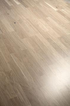 Valkolakattu tammiparketti