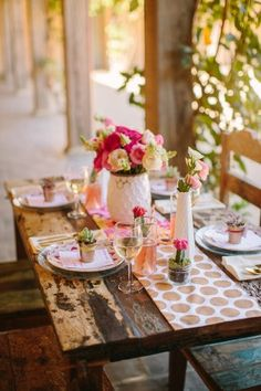 Kate Spade inspired dinner party - love the table Table Design, Beautiful Table Settings, Deco Table, Decoration Table, Dinner Table, Party Planning, Party Time, Cake Toppers, Wedding Inspiration