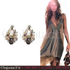 Unos #pendientes pequeños, coquetos y clásicos en tonos fácilmente combinables, para #mujeres con #estilo. Consigue un #outfit elegante con este #accesorio que combina perfectamente con ropa formal e informal ★ Precio: 9,95 € en http://www.conjuntados.com/es/pendientes/pendientes-cortos/pendientes-cortos-de-cristales-en-blanco-gris-y-ambar.html ★ #novedades #earrings #conjuntados #conjuntada #joyitas #jewelry #bisutería #bijoux #complementos #moda #fashion #fashionadicct #picoftheday #style