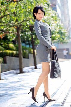 Airi Suzumura t Japanese Office Lady, Hot Japanese Girls, Sexy Outfits, Cute Asian Girls, Office Ladies, Beautiful Asian Women, Asian Fashion, Asian Woman, Asian Beauty