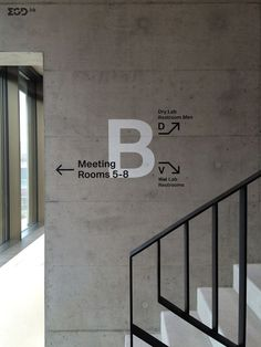create a hierarchy of wayfinding and signage within the space