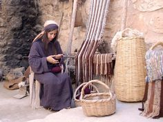 FreeBibleimages :: Life in Bible times: Weavers and Looms :: Life in Bible times. Weavers, spindles and looms (Bible overview) Nazareth Village, Bible Museum, Journey To Bethlehem, Biblical Costumes, Easter Play, Nativity Costumes, Oldest Bible, The Bible Movie, Bible Art