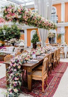 Alexandra Barcelos e Leonardo Vidal tiveram um lindo casamento na Locanda Della Mimosa, no Rio de Janeiro. A cerimônia foi ao ar livre!
