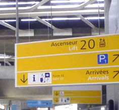 Frutiger at Roissy airport #typography