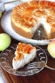 Omena-juustokakku - Suklaapossu Sweet Box, Just Eat It, Piece Of Cakes, Food Plating, Cheesecakes, Apple Pie, Goodies, Food And Drink, Pudding