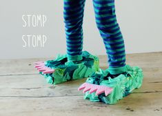 kid-play-do: Monster Feet DIY Fun Crafts For Kids, Craft Activities For Kids, Diy For Kids, Craft Ideas, Tissue Box Crafts, Tissue Boxes, Tissue Paper, Easy Diy Costumes, Halloween Costumes