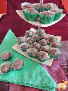 http://www.receitaesperta.com.br/2014/10/brigadeiro-gourmet-de-amora.html