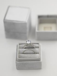DIY Engagement Ring Designs - Mosting likely to acquire an engagement ring? You absolutely such as this best engagement ring designs. The modern, timeless, and luxury engagement ring. Gold Plated Rings, White Gold Rings, Designer Engagement Rings, Vintage Engagement Rings, Wedding Engagement, Heirloom Rings, Velvet Ring Box, Star Ring, Ring Ring