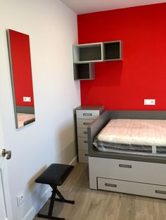 Habitación juvenil Corner Desk, Living Spaces, Barcelona, Furniture, Home Decor, Teenage Room, Nail Decorations, Youth Rooms, Blue Prints