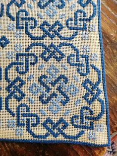 Cross Stitch Designs, Cross Stitch Patterns, Celtic Quilt, Hand Embroidery Design Patterns, Bow Pillows, Palestinian Embroidery, House Gifts, Tapestry Crochet, Bargello