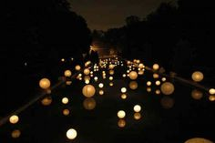 Amazing floating spheres would be awesome to do as pool decor for a wedding !