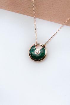 Billedresultat for cartier amulette Cartier Necklace, Cartier Jewelry, Resin Jewelry, Jewelry Necklaces, Jewellery, Silver Jewelry, High Jewelry, Luxury Jewelry, Diamond Studs