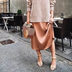 Minimalist look 👠 Stylish outfit ideas for women who love fashion! Minimalist look 👠 Stylish outfit ideas for women who love fashion! Mode Outfits, Skirt Outfits, Stylish Outfits, Fashion Outfits, Fashion Trends, Maxi Dresses, Slip Dresses, Dress Fashion, Fashion Boots