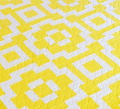 Sunshine Tiles quilt pattern - just two fabrics for the top Vintage Quilts Patterns, Modern Quilt Patterns, Quilt Block Patterns, Pattern Blocks, Crochet Patterns, House Quilt Block, House Quilts, Quilt Blocks, Dog Quilts