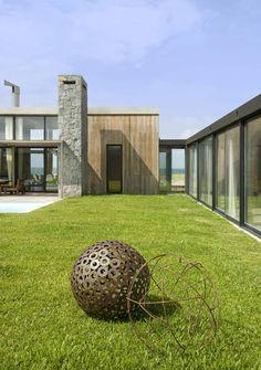 Love the composition in the rear ground. Estudio Martin Gomez Arquitectos designed the La Boyita house in Punta del Este, Uruguay.