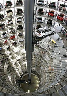 Volkswagen fabrikasında araçlar nasıl saklanıyor... Almanya