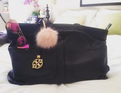 How cute is this pink pom I just picked up at H&M!? #pom #pompom #bagpompom
