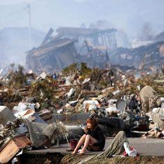 Você deve se recordar do poderoso terremoto que atingiu o Japão em 2011, certo? Com uma magnitude de aproximadamente 9 Mw, o sismo durou cerca de seis minutos e levou à formação de um tsunami que, além de destruir inúmeras casas e edifícios, e causar danos estruturais seríssimos que culminaram no acidente nuclear de Fukushima, matou cerca de 20 mil pessoas.