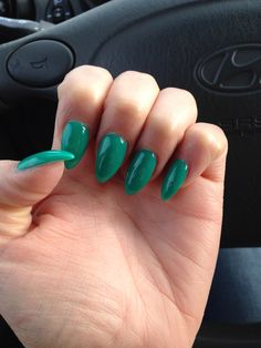 Green almond shape nails pointy