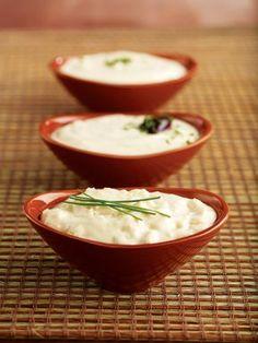 Η ταραμοσαλάτα είναι από τους πιο δημοφιλείς τρόπους για να απολαύσετε τον ταραμά στο σαρακοστιανό τραπέζι και όχι μόνο. Εμείς σας προτείνουμε ούτε μία, ούτε δύο αλλά τρεις πεντανόστιμες εκδοχές της. Greek Recipes, New Recipes, Cooking Recipes, Homemade Spices, Salad Bar, Soul Food, A Food, Food Porn, Appetizers