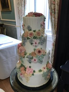 Buttercream flower wedding cake by Emma Page Buttercream Cakes London