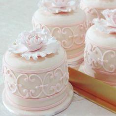 Mini individual cakes