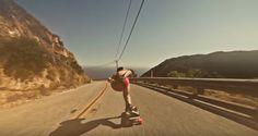 Il downhill skateboarding non è mai stato così sexi.Seguite quel pazzo di Mauritz Armfeltmentre si gusta una raw run in mutande e come riesce a schiantarsi senza farsi un graffio! Don't try…