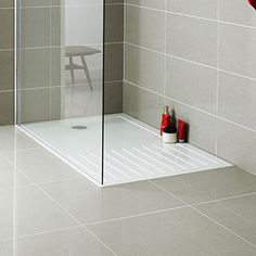 Useful Walk-in Shower Design Ideas For Smaller Bathrooms – Home Decor World Small Walkin Shower, Small Shower Room, Master Bathroom Shower, Bathroom Showers, Bathrooms, Downstairs Bathroom, Small Shower Tray, Loft Bathroom, Bathroom Modern