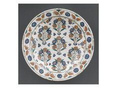Plat aux 7 bouquets avec agrafe - Musée national de la Renaissance (Ecouen)