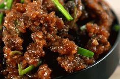Easy Crispy Mongolian Beef - This Mongolian Beef recipe is super easy to make and uses simple, readily available ingredients. Whip this up in under 20 minutes and have the perfect mid-week dinner meal. Beef Recipe Spicy, Spicy Recipes, Asian Recipes, Cooking Recipes, Ethnic Recipes, Chinese Recipes, Oriental Recipes, Steak Recipes, Drink Recipes