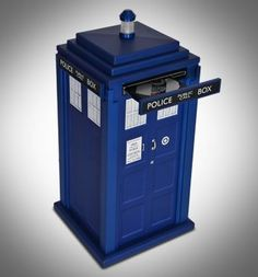 UK Offers a Doctor Who Tardis PC for Sale - Bright Side Of News* >>>I need this and it needs to make the TARDIS noise when it boots up and shuts down. Doctor Who Tardis, The Tardis, Tardis Blue, Dr Who, Objet Wtf, Serie Doctor, Science Fiction, Pc For Sale, Pc System