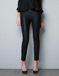 JEGGING EFECTO PIEL CREMALLERAS - Pantalones - Mujer - ZARA España