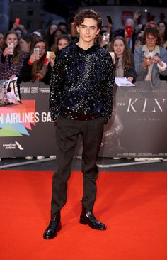 Timothée Chalamet hit the red carpet for the London premiere of his new film The King, wearing a sparkling Louis Vuitton hoodie. Louis Vuitton, Timmy T, Best Dressed Man, Weekly Outfits, Red Carpet Looks, Mode Style, Beautiful Boys, Formal, Black Hoodie