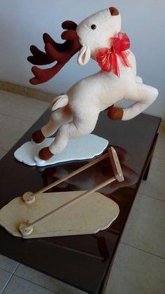 base para reno Christmas Sewing, Christmas Deer, Handmade Christmas, Christmas Crafts, Christmas Decorations, Christmas Ornaments, Reindeer, Snowman, Deer Pattern