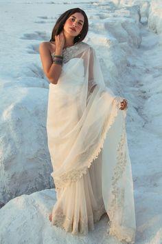 Designer Bridal Lehenga, Indian Designer Sarees, Indian Fashion Designers, Indian Designer Outfits, Indian Sarees, Designer Dresses, Cutwork Saree, Organza Saree, Zardozi Embroidery