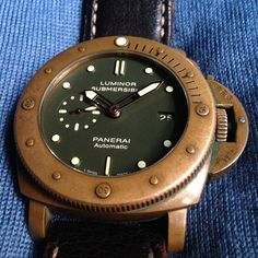 """Serious Patina. Panerai PAM 382 Bronzo #calibremagazine #panerai #paneristi  #paneraicentral #luxurywatch #watches #watchnerd #watchdaily #horology…"" Panerai Automatic, Luminor Submersible, Zine, Watches, Wristwatches, Clocks"