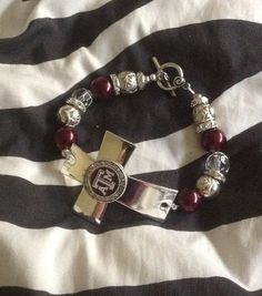 Texas A&M Aggies Cross Bracelet would be a great gift to your Aggie bridesmaid on your wedding day!  Follow thehowdyweddingguide on Instagran for more Aggie wedding shares!