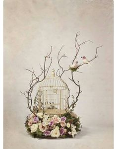 What a pretty arrangement with the bird cage. Different arrangement per table Deco Floral, Floral Design, Wedding Centerpieces, Wedding Decorations, House Decorations, Decor Wedding, Wedding Favors, Bird Cages, Hanging Bird Cage
